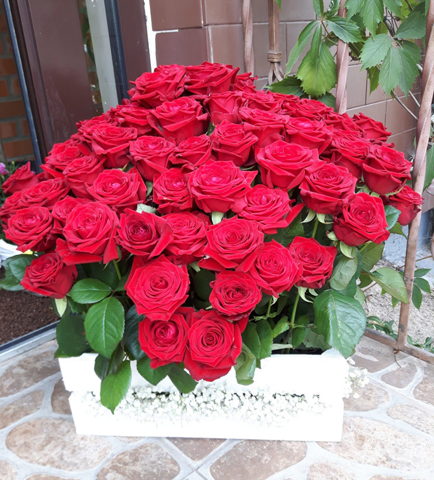kosz z różami